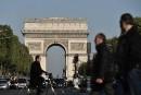 Champs-Élysées: les touristes sonnés et anxieux