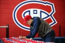 Brendan Gallagher signe des chandails.... | 24 avril 2017