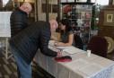 Colisée: déjà plusieurs dizaines de personnes ont signé le registre