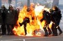 Des manifestants ont lancé des cocktails Molotov contre la police... | 1 mai 2017