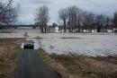 L'eau du fleuve Saint-Laurent envahit peu à peu les terres...   3 mai 2017