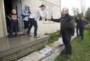 Le premier ministre Philippe Couillard s'est rendu à Rigaud, samedi,... | 6 mai 2017