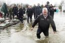 Inondations: Couillard dit être intervenu à temps