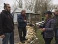 Une corvée pour rehausser certaines digues érigées près de résidences,... | 11 mai 2017