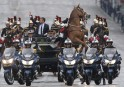Un cheval se cabre pendant une parade soulignant l'arrivée au... | 14 mai 2017