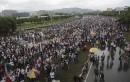 Des militants vénézuéliens se rassemblent sur une autoroute pour participer... | 15 mai 2017