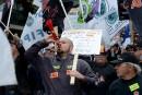 En grève, des représentants de l'industrie de la construction ont montré leur mécontentement aux quatre coins du Québec, jeudi.