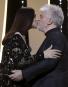La maîtresse de cérémonie Monica Bellucci embrasse le réalisateur et... | 28 mai 2017