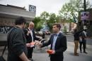 Gabriel Nadeau-Dubois remercie ses électeurs dans le métro