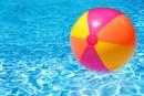 L'état de santé du bambin retrouvé dans une piscine s'améliore
