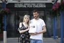 Pétition en main, des parents réclament la sortie de leur bébé d'un hôpital