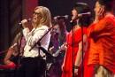 Sherblues chante à l'abri : le centre-ville s'anime malgré les caprices de la météo
