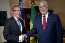 Brad Wall «aimerait beaucoup» que le Québec signe la Constitution