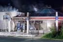 Saint-Georges-de-Beauce: une auto percute un restaurant et y met le feu
