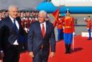 En tournée en Europe de l'Est, Mike Pence dénonce la «pression russe»