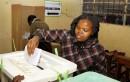 Une femme vote à Nairobi, au Kenya, à la suite...   8 août 2017