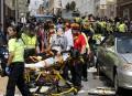 Les secouristes prennent en charge des blessés après qu'une voiture... | 12 août 2017
