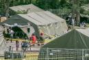 Demandeurs d'asile: le campement temporaire grossit