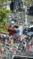 Une photo aérienne montre plusieurs personnes au sol....   17 août 2017