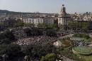 Les gens quittent la Plaza de Catalunya au coeur de... | 18 août 2017