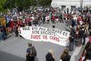Des manifestants pro-immigration sur la rue Louis-Alexandre-Taschereau, face au Complexe... | 20 août 2017
