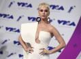 Katy Perry portait un fourreau structuré à longue traîne d'un... | 27 août 2017