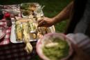 Pesto à la coriandre et à l'oignon vert, sur maïs