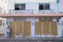 Hôtels, maisons et commerces ont été placardés à Miami Beach... | 7 septembre 2017