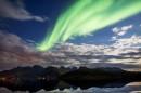 Une aurore boréale illumine le ciel de Torsfjorden, sur les... | 8 septembre 2017