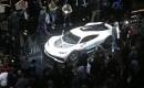 La Mercedes-AMG Project One est entourée de journalistes à Francfort.... | 11 septembre 2017