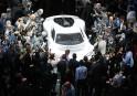 Des journalistes entourent la Mercedes AMG Project One présentée à... | 12 septembre 2017