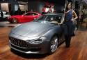 Beau look - une Maserati Ghibli Granlusso pose à côté... | 12 septembre 2017