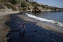 Une chaise de plastique est posée sur une plage en... | 12 septembre 2017