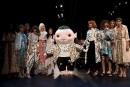 La designer Vivienne Tam et la mascotte Wuba... | 13 septembre 2017