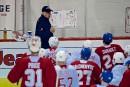 L'entraîneur-chef Claude Julien donne ses directives aux joueurs.... | 15 septembre 2017