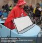 Cette femme avait confectionné cette voiture en carton montée sur... | 2 octobre 2017