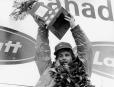 Gilles Villeneuve, sur le podium, célèbre sa victoire le 8... | 3 octobre 2017