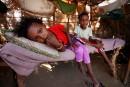 Des Yéménites épuisés luttent contre pénuries et privations