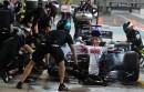 Lewis Hamilton s'apprête à quitter le paddock Mercedes durant les... | 24 novembre 2017