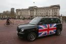 Un nouveau taxi noir londonien TX eCity passe devant le... | 6 décembre 2017