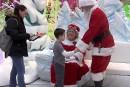 Un père Noël discret reçoit les enfants autistes