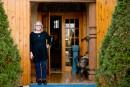 La propriétaire, Marie-Line Briens, à la porte de son «église»....   16 janvier 2018