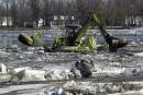 Inondations à Québec: la «pelle-grenouille» au travail