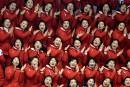 Les meneuses de claque nord-coréennes assurent l'ambiance