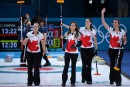 Curling féminin: le Canada reste dans la course