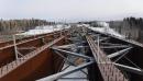 La charpente métallique du futur pont au-dessus de la rivière... | 21 février 2018