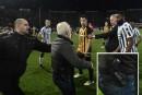 Grèce: le président d'un club de soccer sur le terrain avec un pistolet<strong></strong>