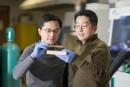 Les chercheurs Liangbing Hu et Teng Li, de l'Université du... | 12 mars 2018