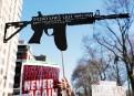 Les protestataires dénoncent la violence reliée aux armes à feu....   24 mars 2018