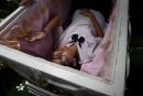 S'allonger dans son cercueil au café de la mort